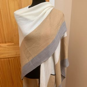Multi wear shawl / wrap that fits all sizes